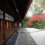 バリキャリ女子がはんなり京都に着物で出掛ける女性になる。